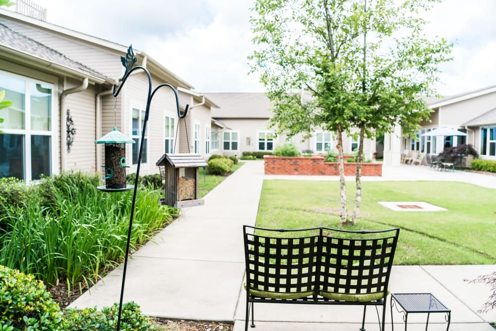 Avenir Memory Care at Little Rock offers a senior living community with an outdoor commons in Little Rock, Arkansas