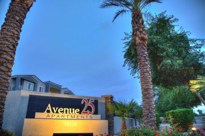 Avenue 25 Apartments front sign