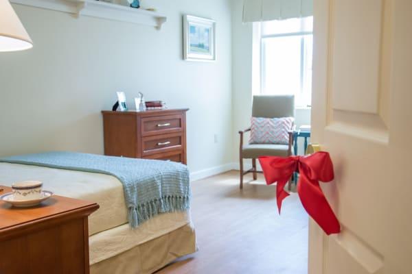 Resident bedroom at Artis Senior Living of Commack in Commack, New York