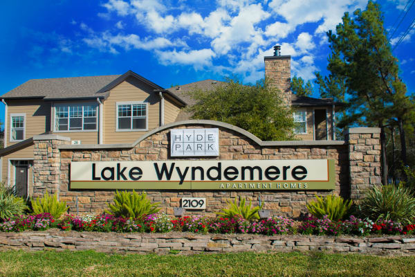 Welcome to Hyde Park at Lake Wyndemere in The Woodlands, TX