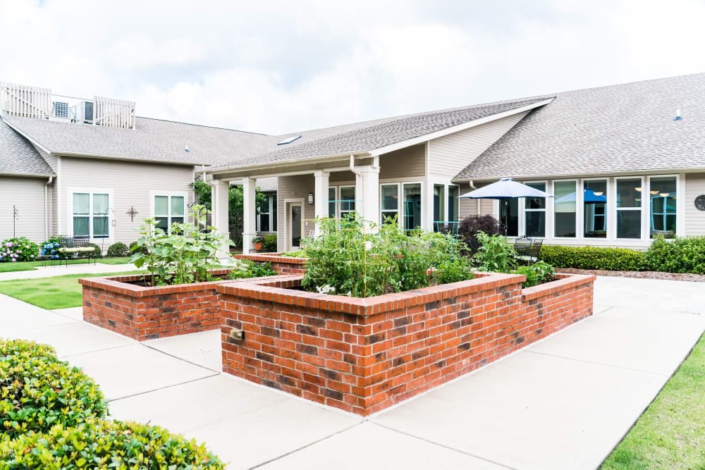 Senior living community with a courtyard in Little Rock, Arkansas