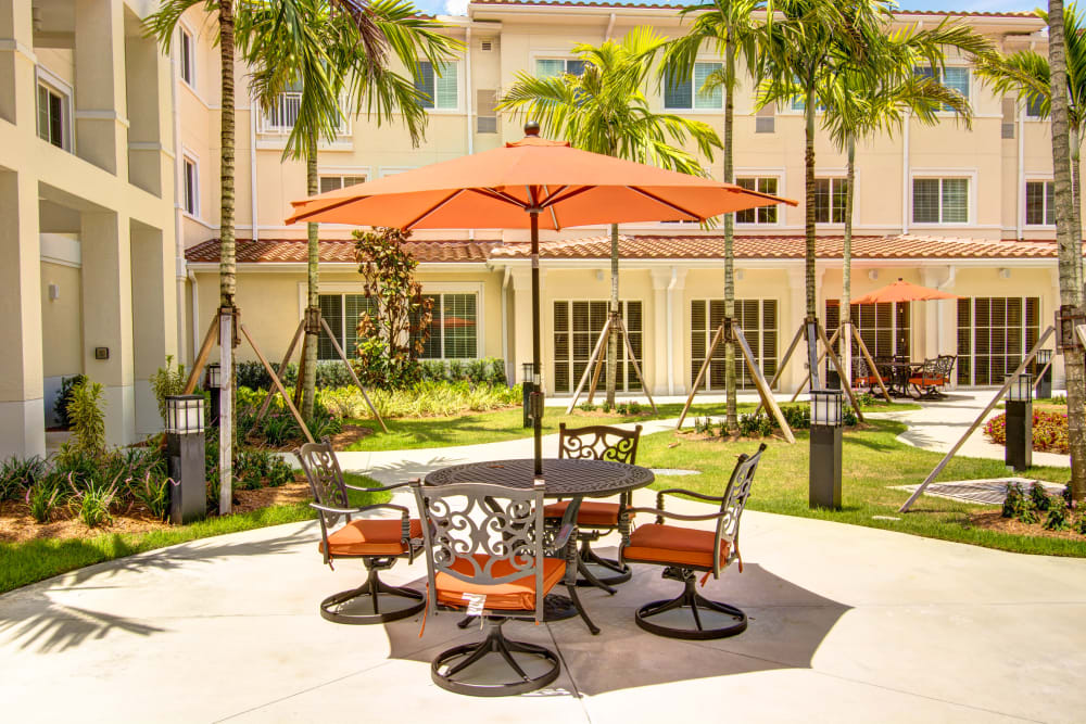 Outdoor dining at The Meridian at Boca Raton in Boca Raton, Florida