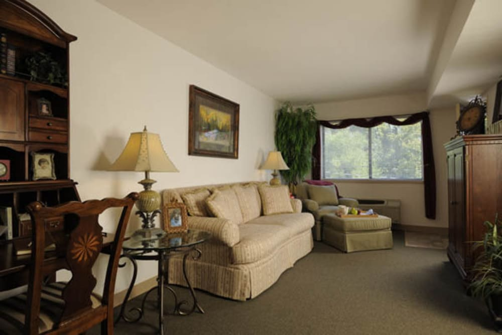 Spacious living room at Willow Creek Senior Living in Elizabethtown, Kentucky.