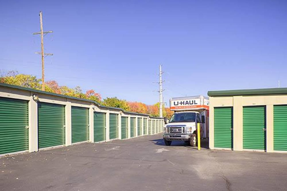 Outdoor access units at Metro Self Storage in Willow Grove, Pennsylvania