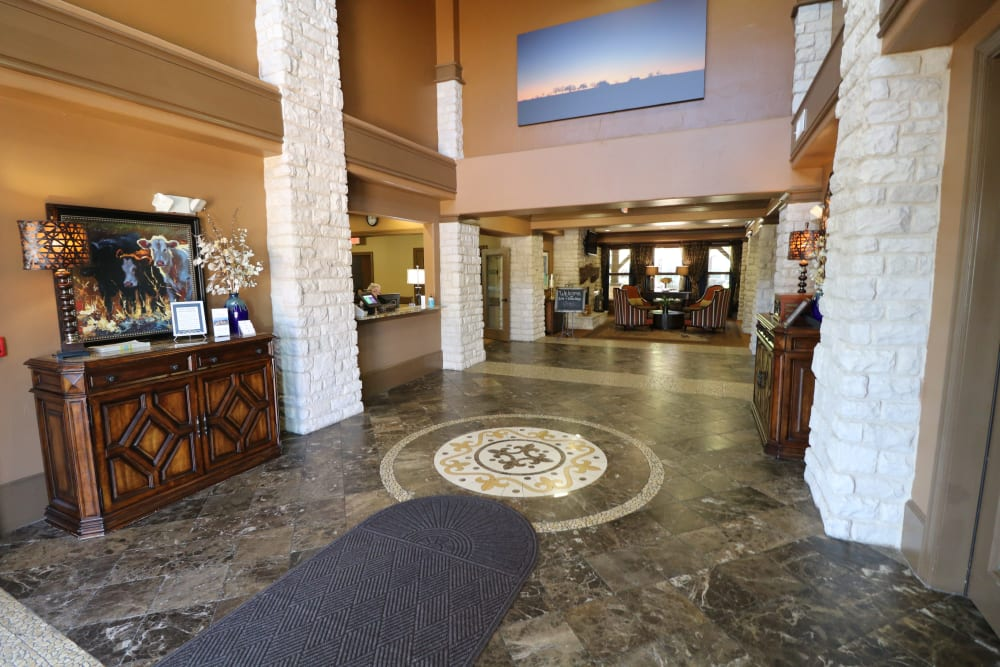 A large lobby at Isle at Cedar Ridge in Cedar Park, Texas