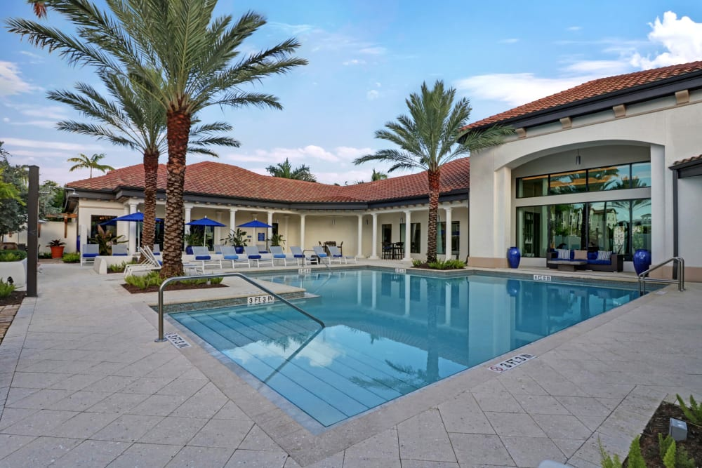 Luxurious swimming pool at Linden Pointe in Pompano Beach, Florida