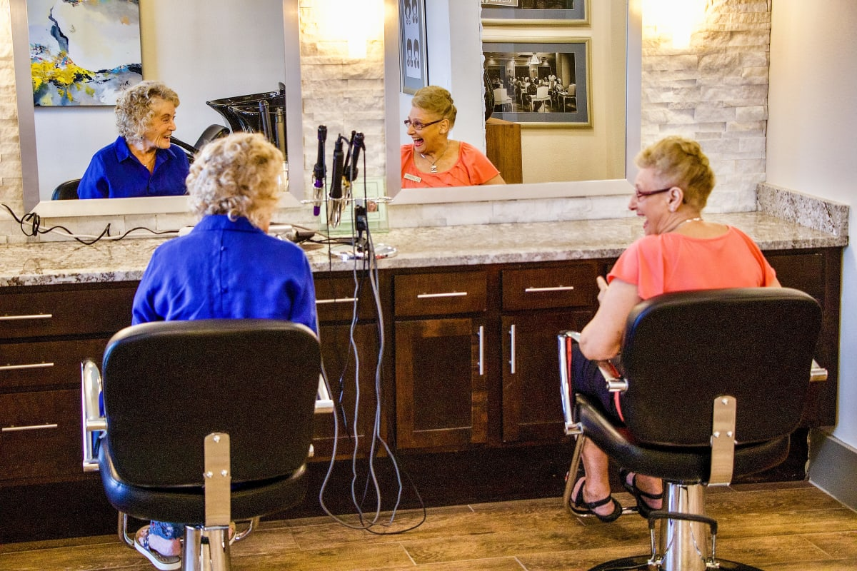 A couple seniors enjoying the salon at Landing at Watercrest Shadow Creek Ranch in Pearland, Texas