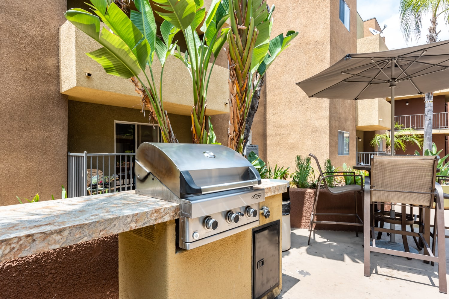 BBQ Area at Apartments in Glendale, California