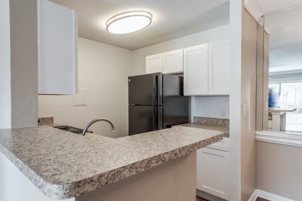 Rock Creek offers a well equipped kitchen in Houston, Texas