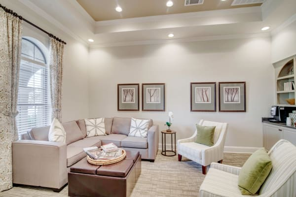 Clubhouse sitting room at Thornbury Apartments