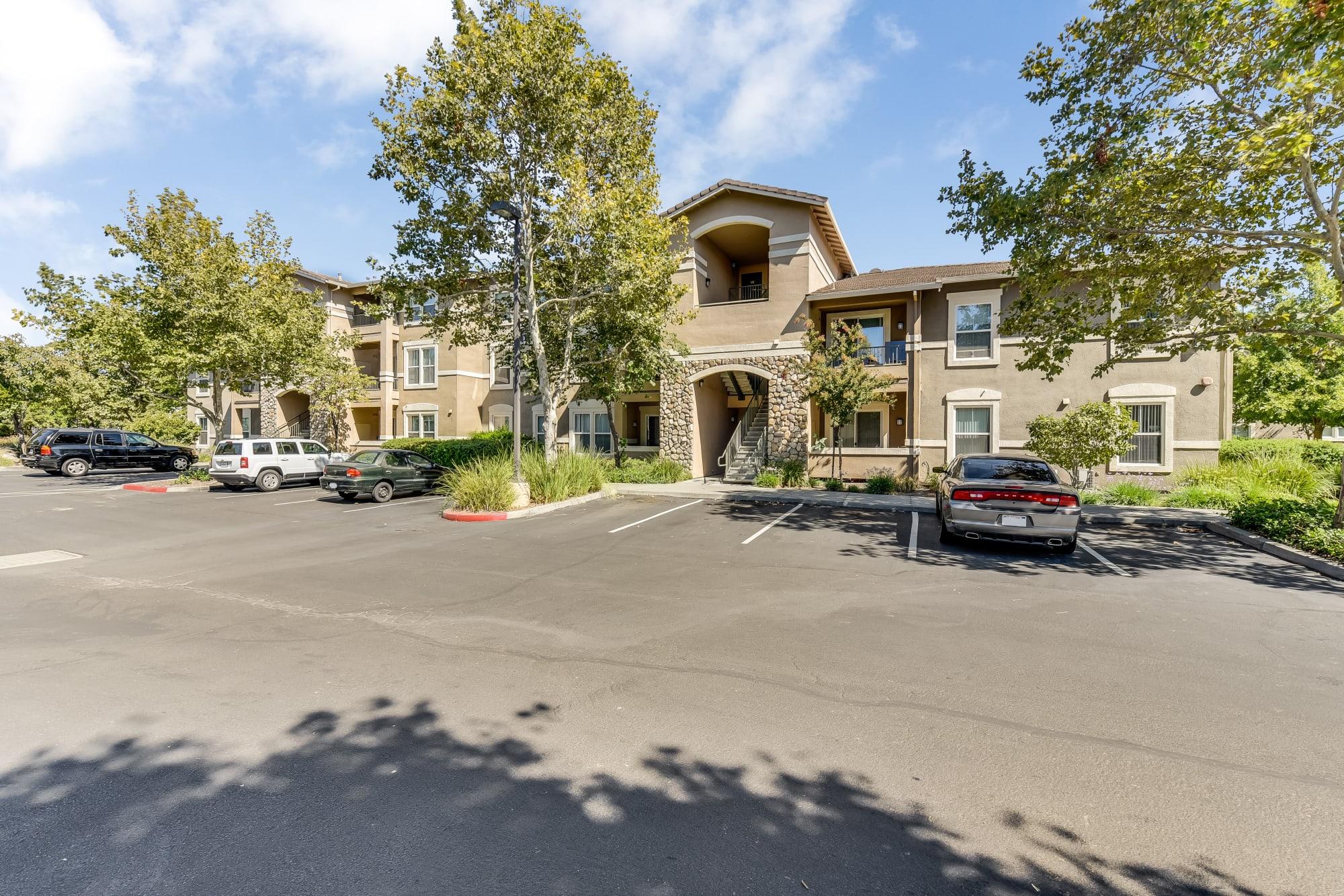 The front of the Natomas Park Apartments building in Sacramento, California