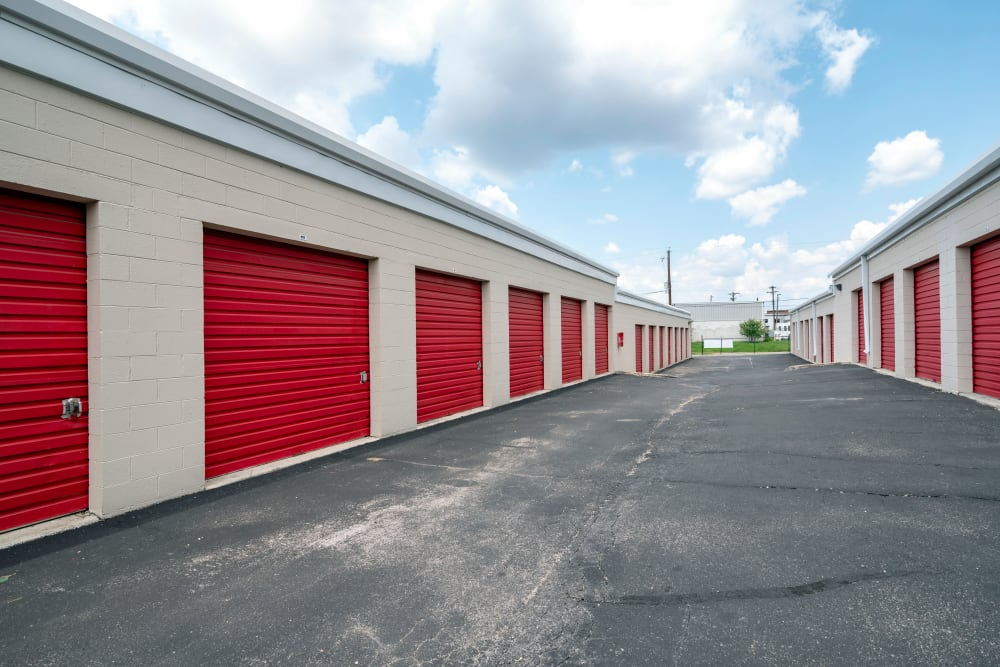 Drive up access to outdoor access storage units at Metro Self Storage in Knoxville
