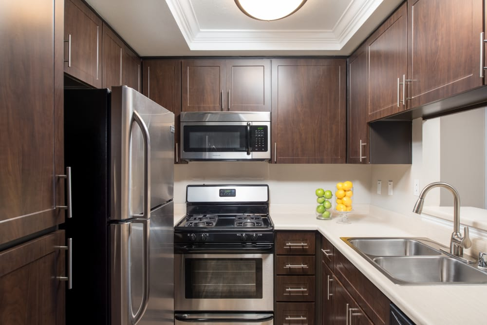 Beautiful fully-equipped kitchen at Shadow Ridge Apartment Homes in Simi Valley, California