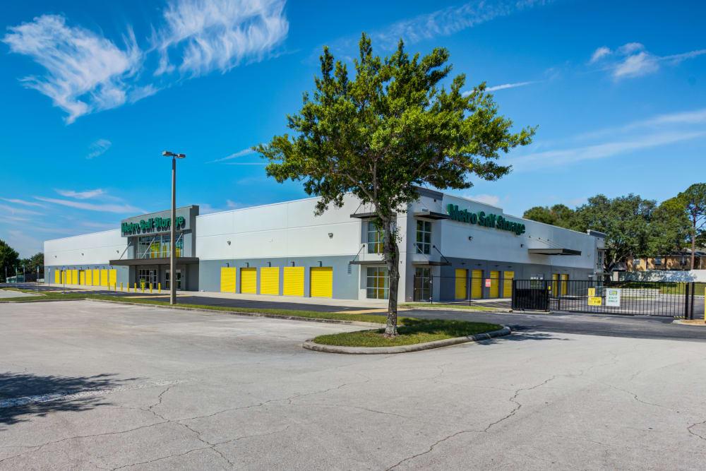 Exterior view of property at Metro Self Storage in Orlando