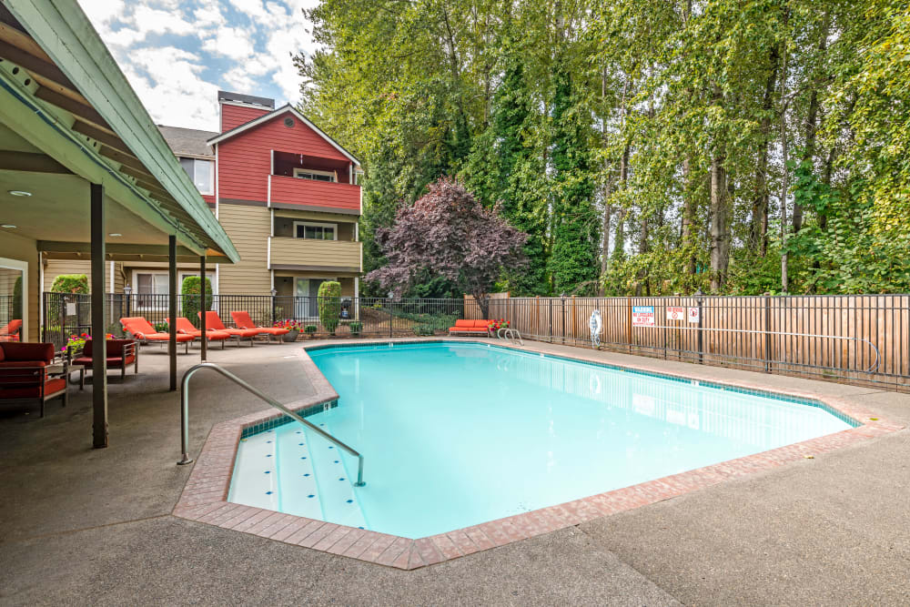 Chestnut Hills Apartments pool in Puyallup, Washington
