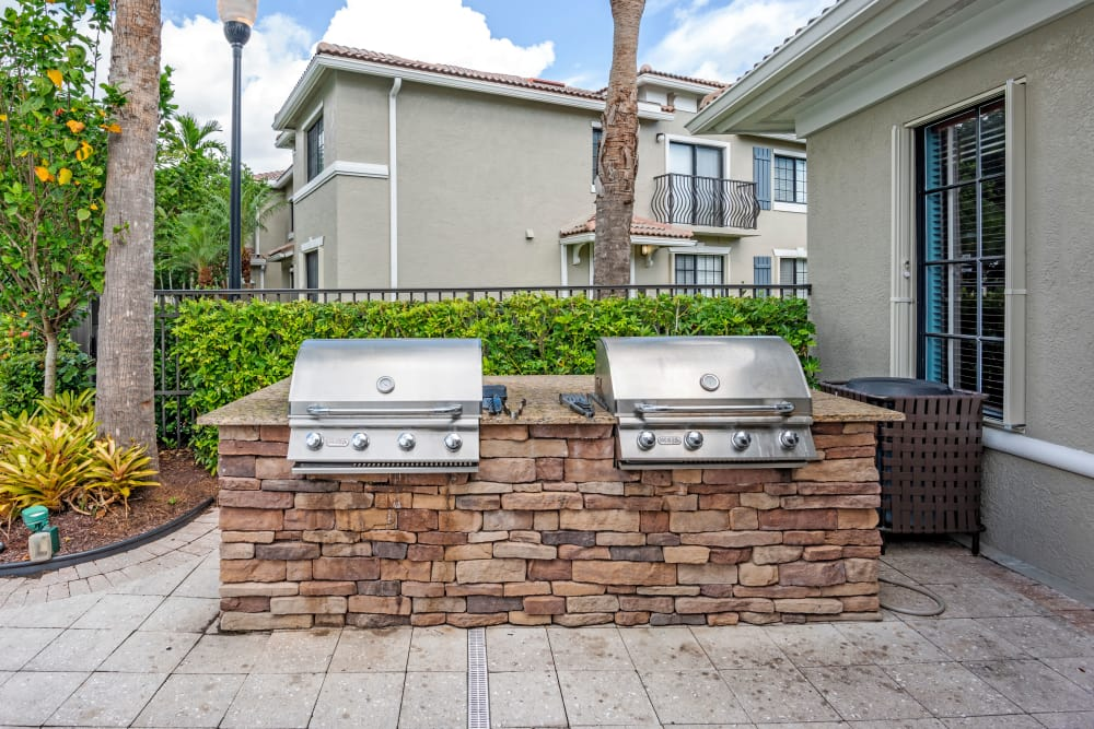 BBQ area at apartments in Palm Beach Gardens, Florida