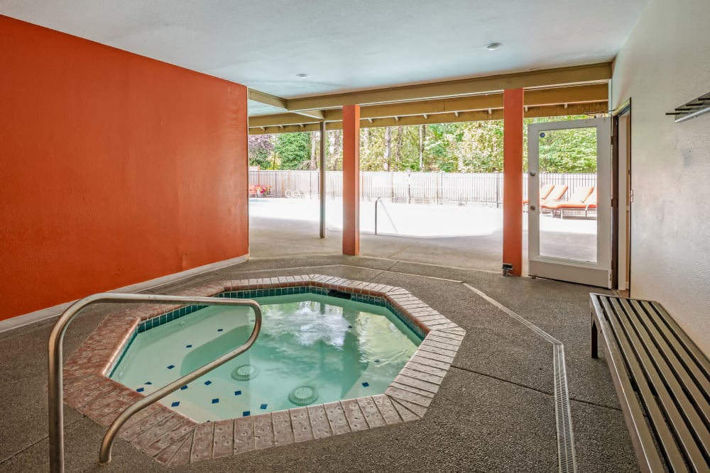 Hot tub at Chestnut Hills Apartments in Puyallup, Washington
