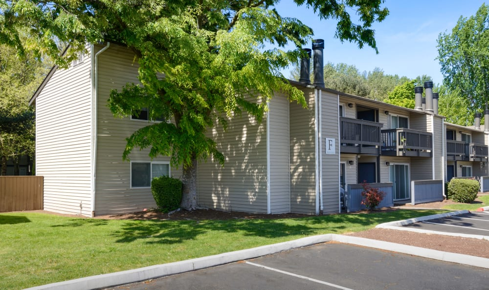 Exterior shot of Arbor Chase Apartment Homes in Kent, WA