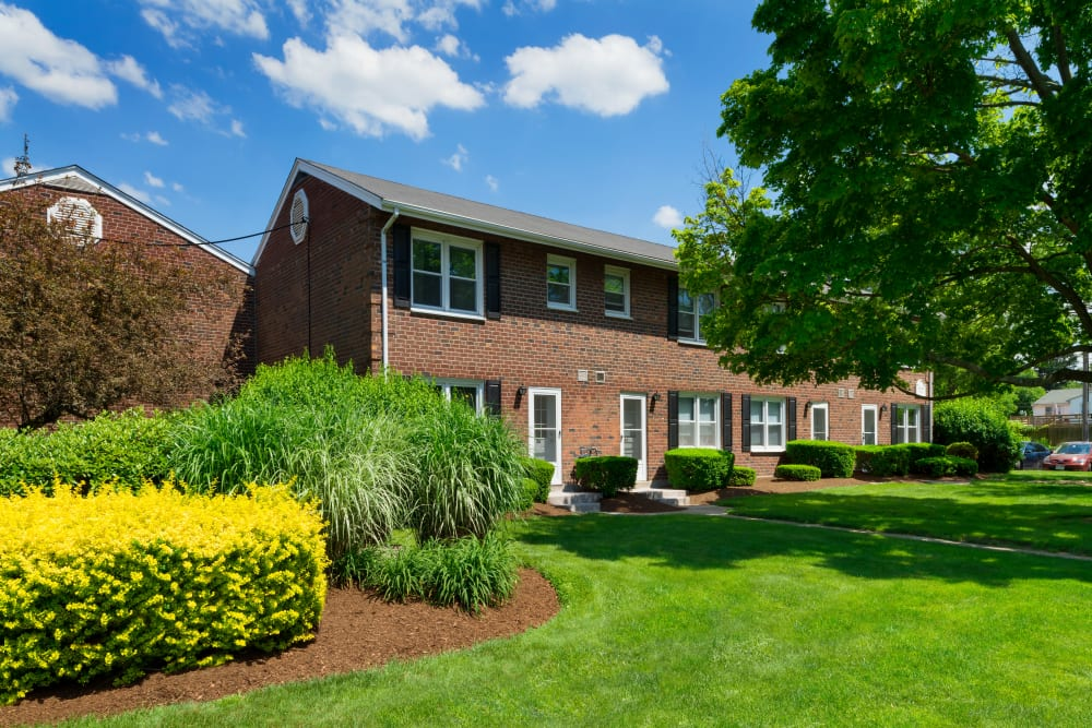 Brockton Apartments & Townhomes for Rent | Greenwoods