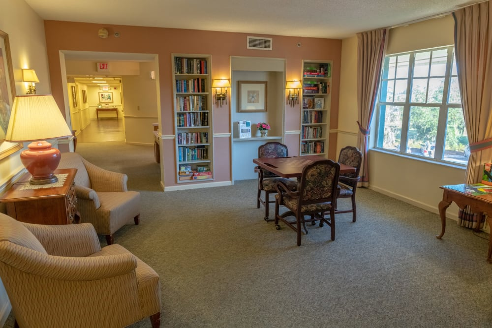 A sitting area with a library at Village Place Senior Living in Port Charlotte, Florida