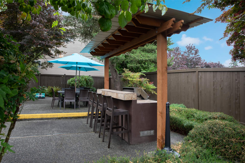 Common outdoor grill area at Latitude Apartments in Everett, Washington