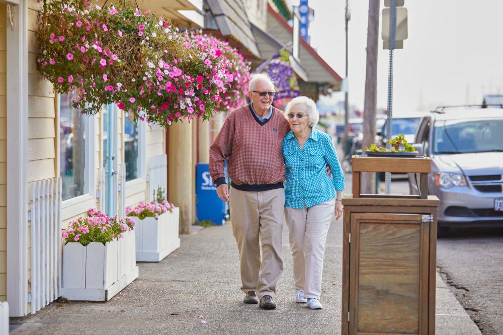 Couple walking down a sidewalk in Florence, Oregon