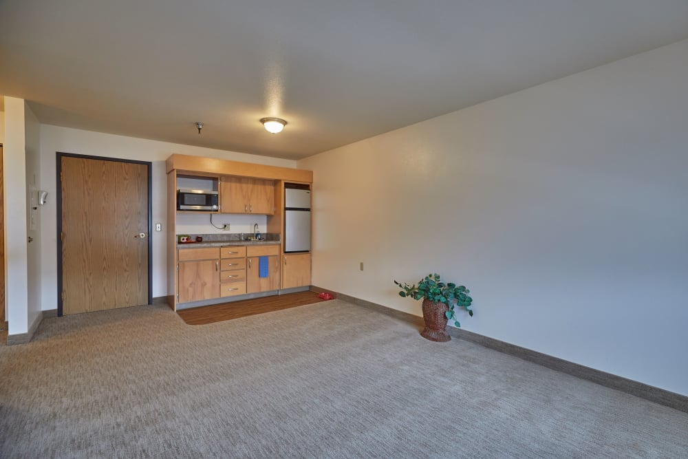 Living room and kitchen at Shorewood Senior Living in Florence