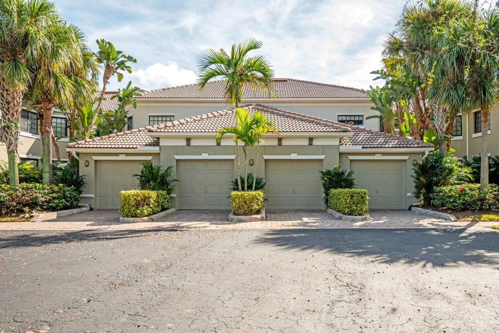 Apartment garages in Palm Beach Gardens, Florida