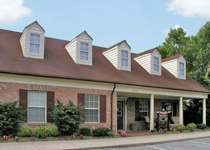 Link to amenities page at Auburn Place Apartments in Virginia Beach, Virginia