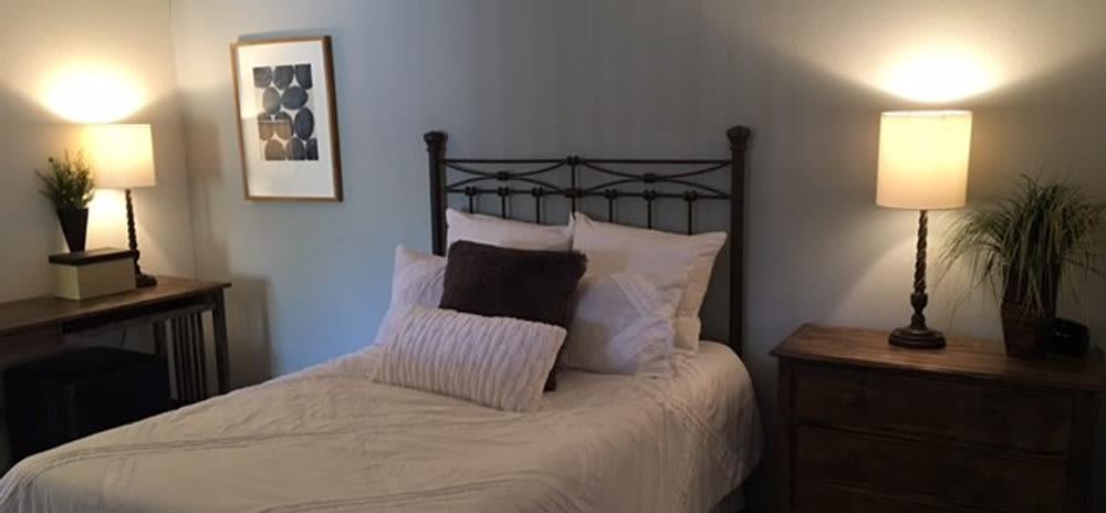 Cozy bed at Vista Alegre apartments