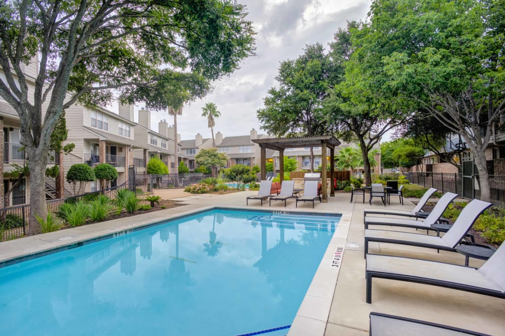 Swimming pool at Enclave at Water's Edge Apartments in Austin, Texas