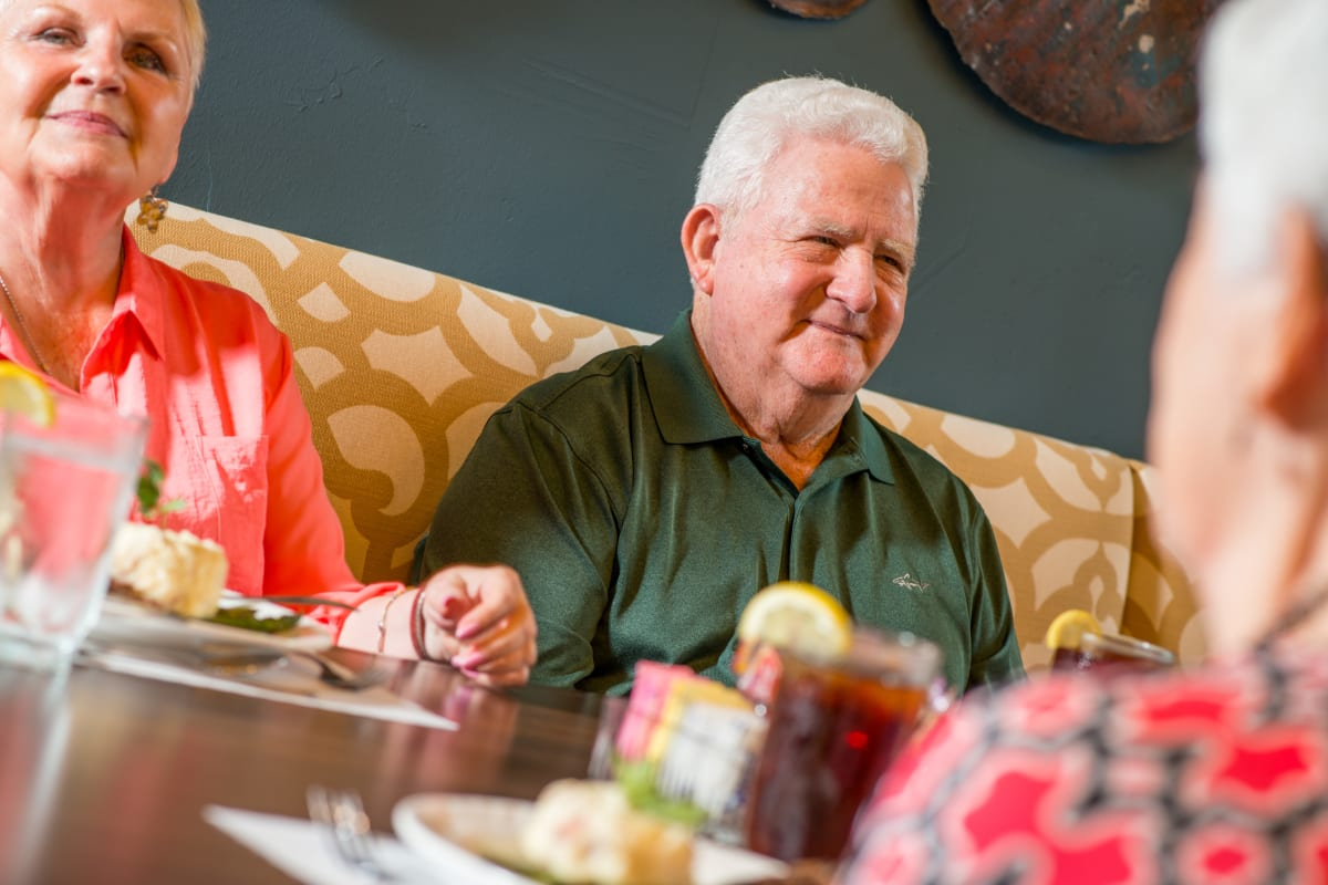 Residents having a meal at Watercrest at Shadow Creek Ranch in Pearland, Texas
