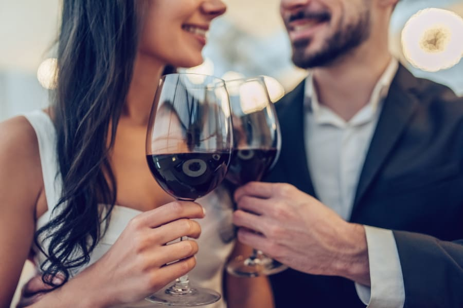 Resident couple out for drinks on date night near Sofi Thousand Oaks in Thousand Oaks, California