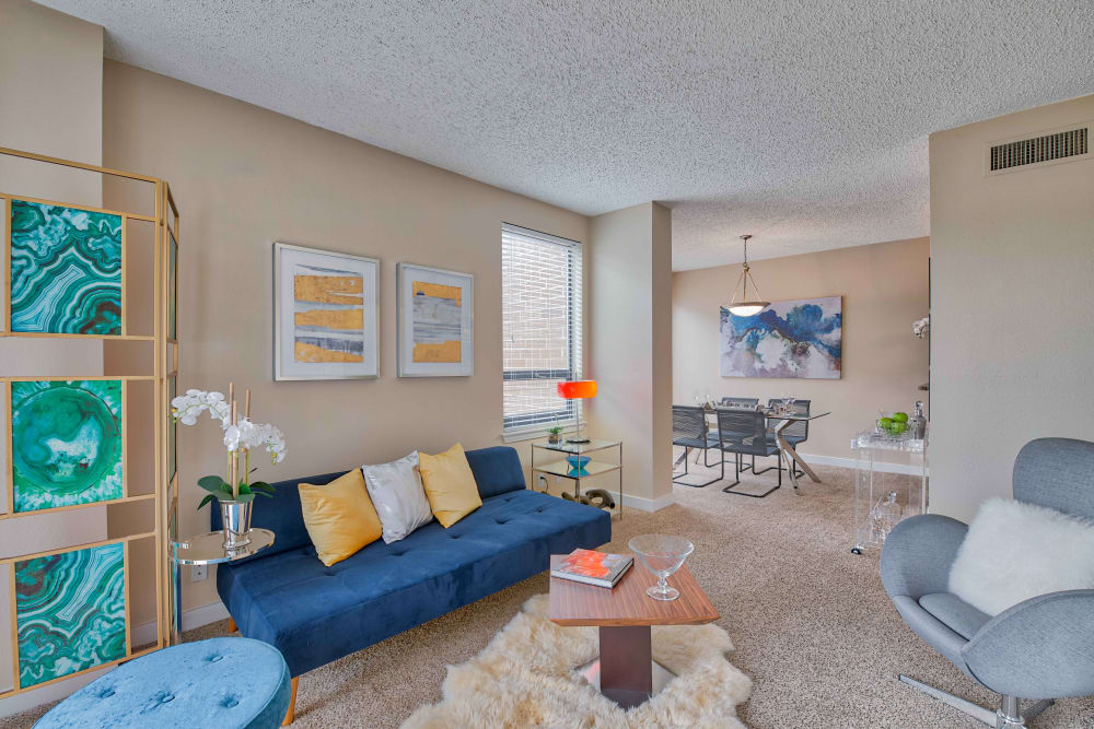 Unique living room at The Enclave at 1550 Apartments in San Antonio, Texas