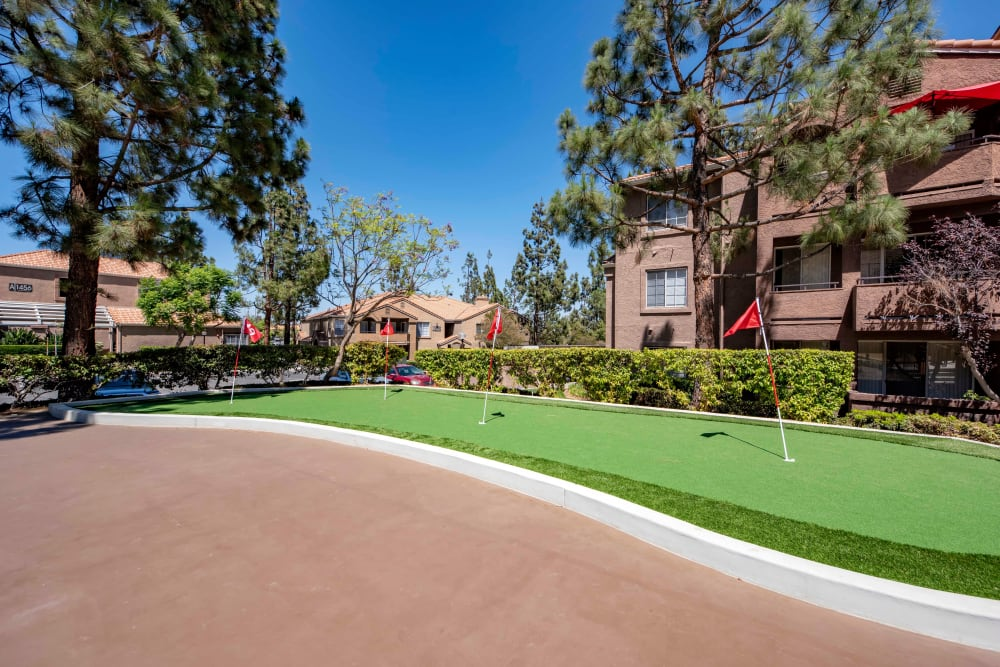 A putting green area at Sierra Del Oro Apartments in Corona, California
