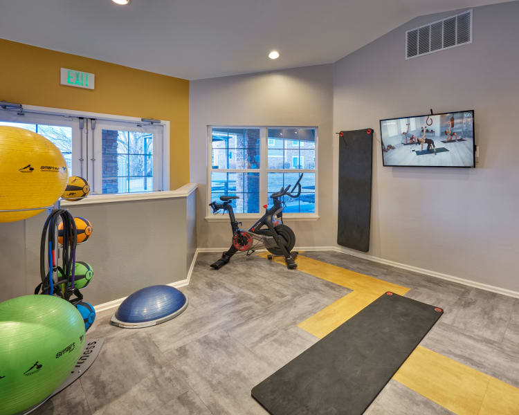 Click to see our amenities at Westridge Apartments in Aurora, Colorado