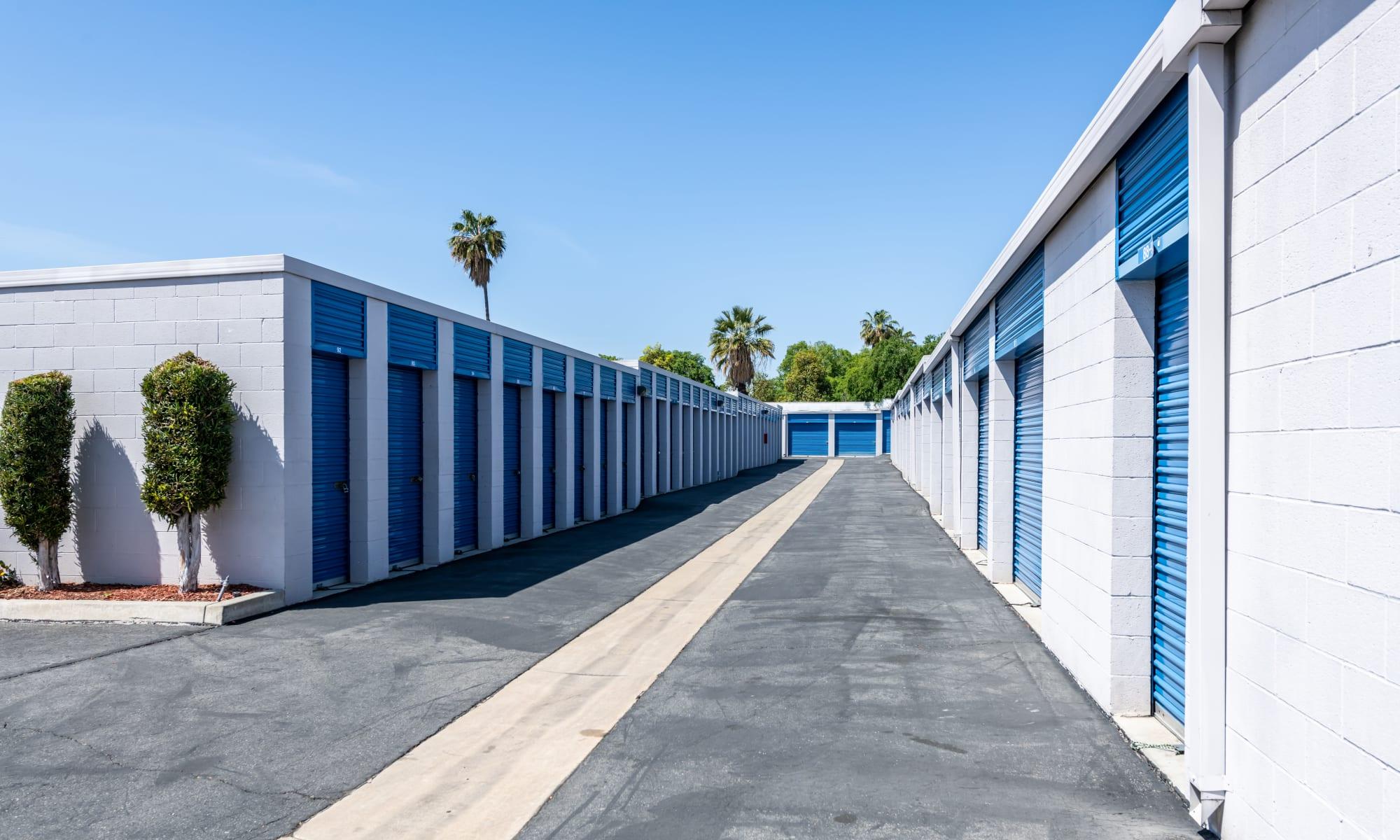 Self storage in Pomona CA