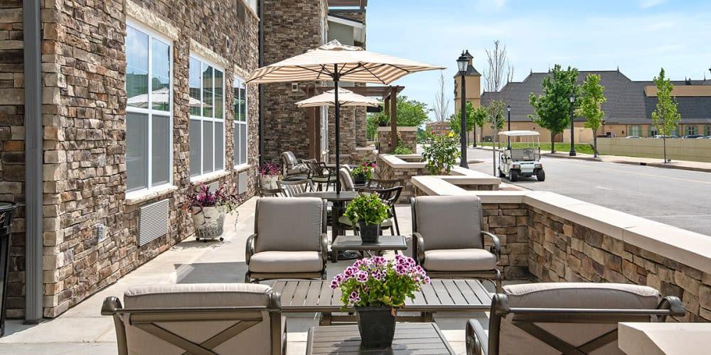Outdoor seating at Stonecrest of Wildwood in Wildwood, Missouri