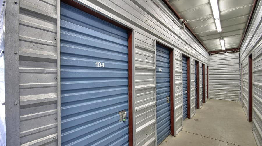 Extensive storage environments in Woodland, California