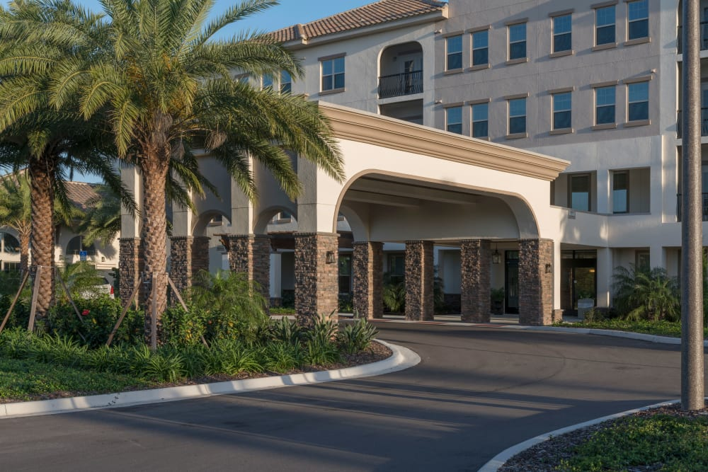 Front entrance with cover at Merrill Gardens at ChampionsGate in ChampionsGate, Florida.