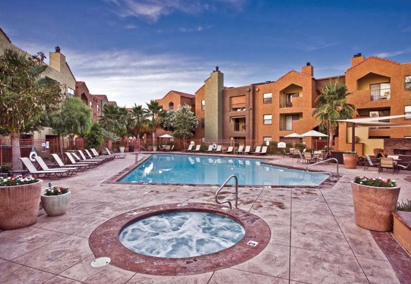 Beautiful swimming pool at Greenspoint at Paradise Valley in Phoenix, Arizona