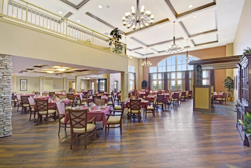 Community dining at The Oaks, A Merrill Gardens Community in Gilbert, Arizona.