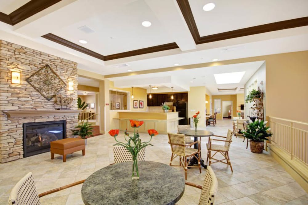 Spacious lobby at The Oaks, A Merrill Gardens Community in Gilbert, Arizona.