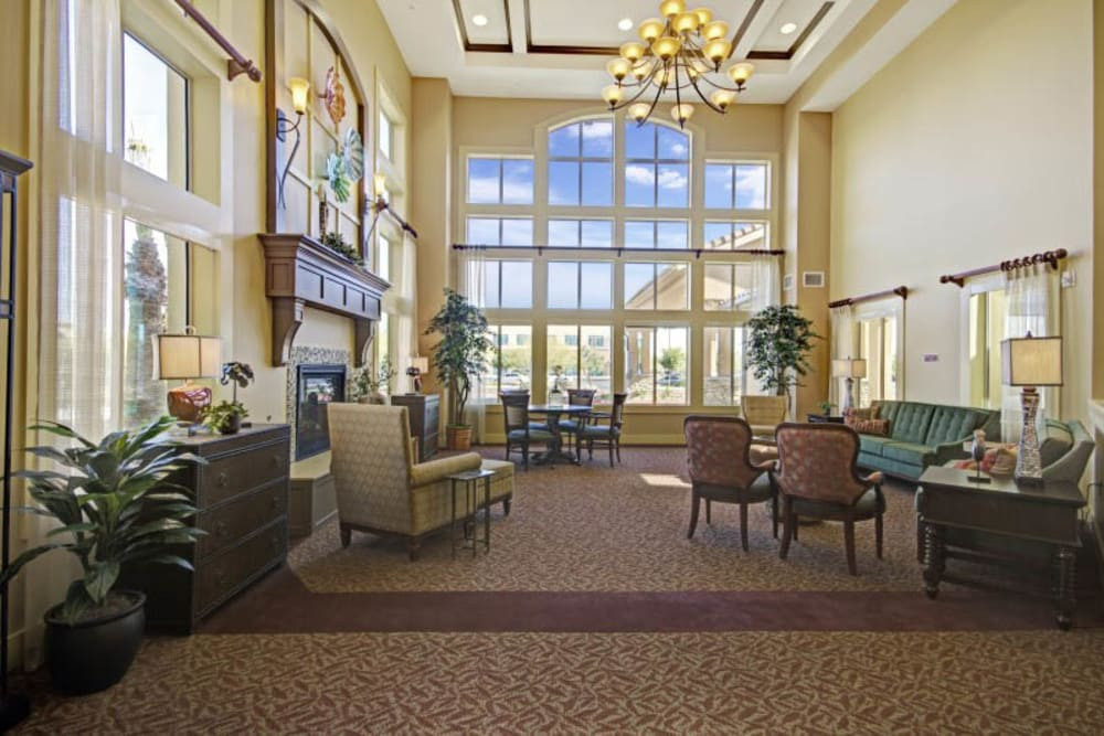 Cozy lounge at The Oaks, A Merrill Gardens Community in Gilbert, Arizona.