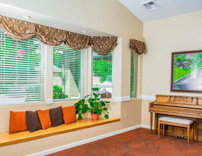 Well decorated comunal area at Pacifica Senior Living Vacaville in Vacaville, California