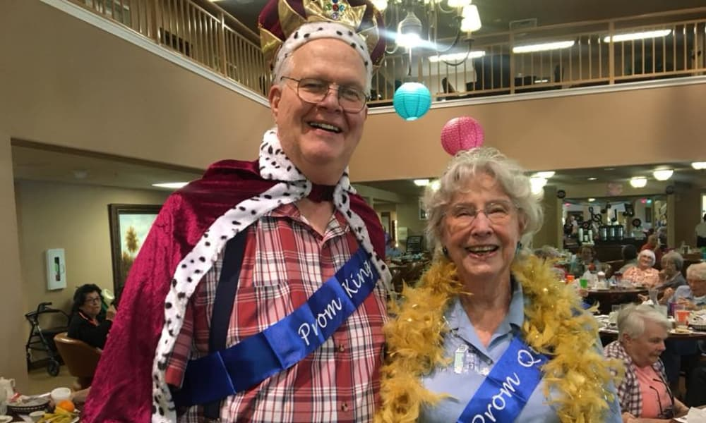 Prom king and queen posing for a photo at Rosewood Estates in Cobourg, Ontario