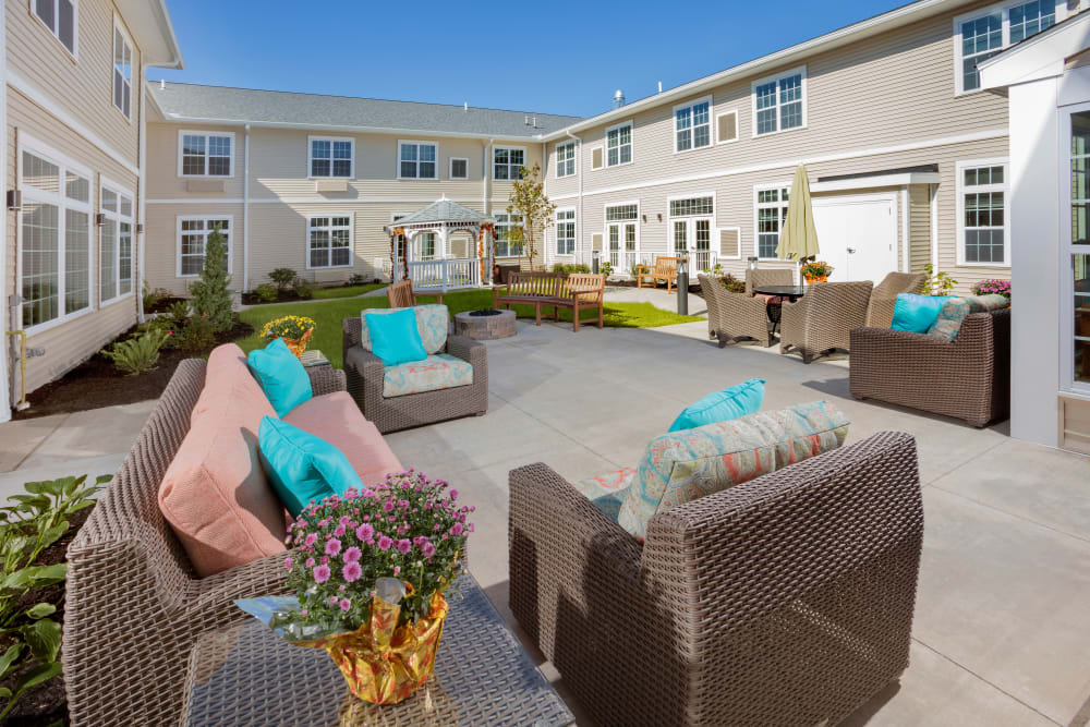 Outdoor patio with seating at Brooklyn Pointe in Brooklyn, Ohio