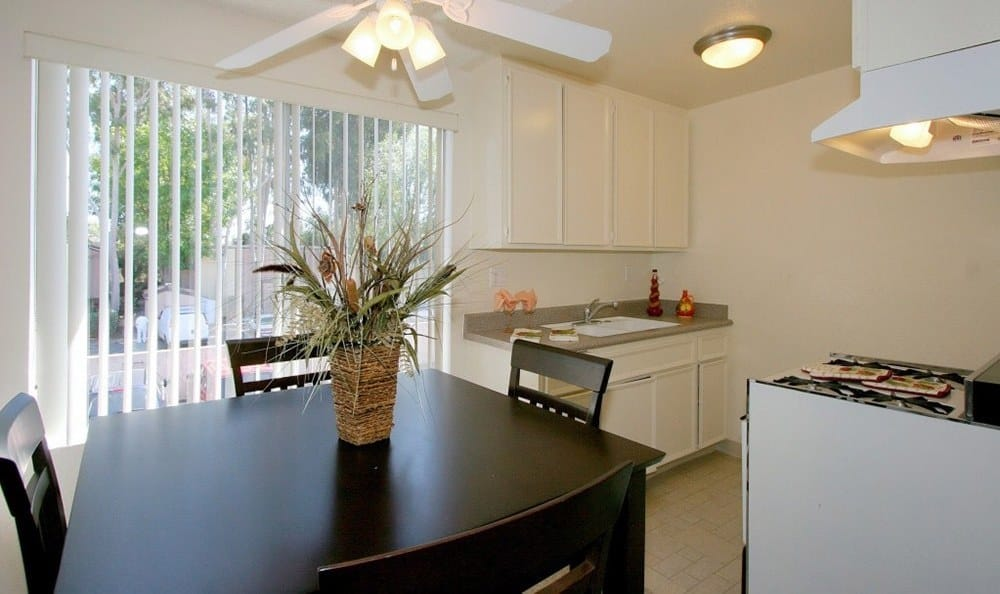 Bright kitchen at Vista Pointe II