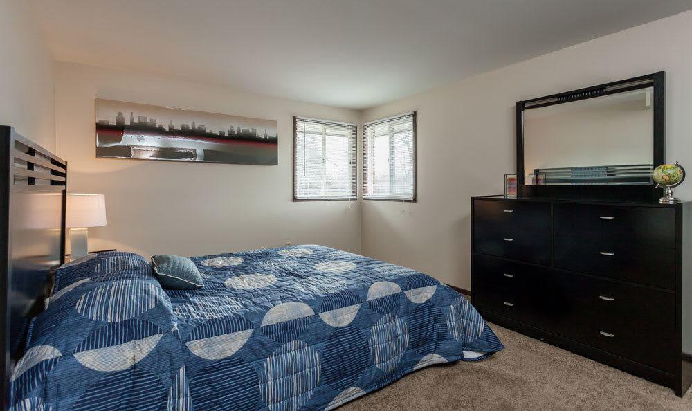 Raintree Island Apartments offers a cozy bedroom in Tonawanda, NY