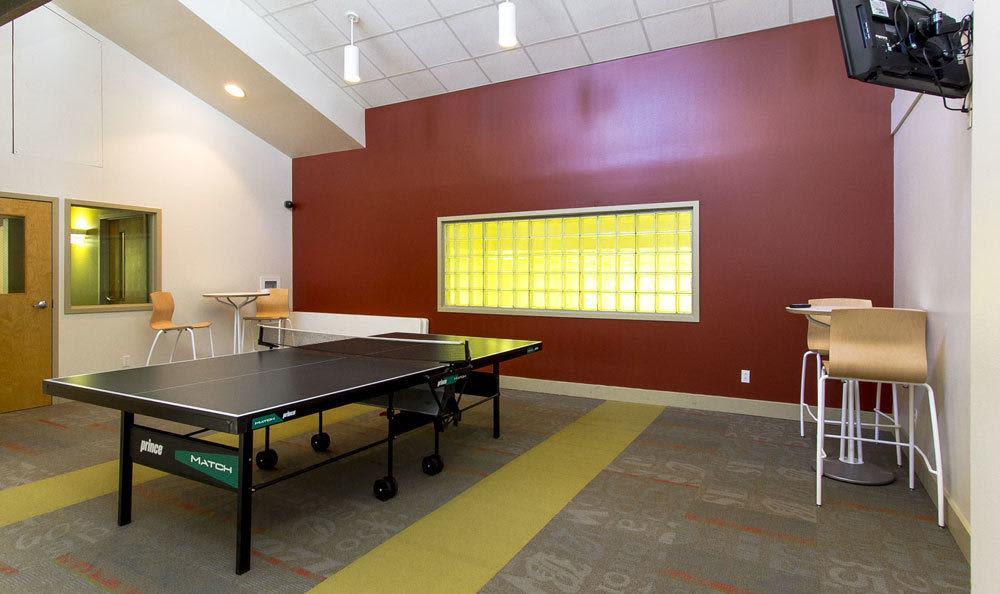 Ping-pong table at Raintree Island Apartments in Tonawanda